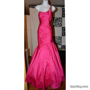 Gorgeous Magenta Formal Evening Gown Prom Dress